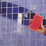 så rengör du duschväggar och glasdörrar enkelt