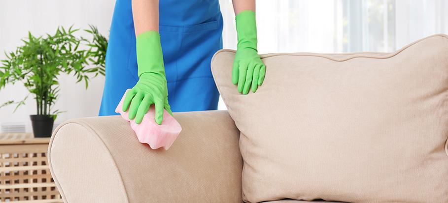 rengör uppstoppade möbler korrekt på egen hand